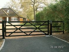 Even simple metal driveway gates add security and personality to your property. Even simple metal driveway gates add security and personality to your property. Metal Driveway Gates, Diy Driveway, Driveway Entrance, Metal Gates, Wooden Gates, Front Gates, Entry Gates, Driveway Landscaping, Driveway Security Gates