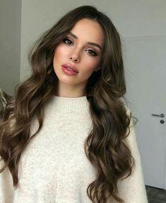 Winter Hairstyles, Pretty Hairstyles, Sexy Makeup, Hair Makeup, Brown Hair Balayage, Brunette Girl, Hair Photo, Big Hair, Look Cool