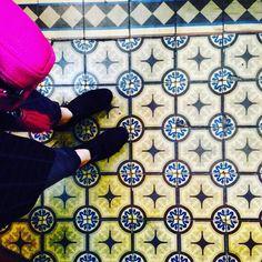Kraków ul. Michałowskiego #shoesonthefloor#old#oldtown#oldschool#oldbulding#cementiles#ceramics#krakow#ilovetiles#ihavethisthingwithfloor#ihavethisthingwithtiles#interiordesign#tiles#tiled#tileart#tilelove#tileporn#tileaddiction#tilephile#floor#floorcore#floortiles#floorislove#fromwhereistand#poland#posadzka#sraircase#decor#vintage#viewfromthetop by krakowfloors
