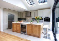 Stylish Cream Kitchens - Cream and Oak Kitchen - Tom Howley Cream And Oak Kitchen, Walnut Kitchen, Cream Kitchens, White Kitchens, Open Plan Kitchen, New Kitchen, Kitchen Decor, Kitchen Ideas, Kitchen Storage