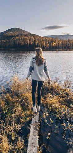 Tyylikkäänä ja lämpimänä Suomen syksyssä - Villapaita on suomalaisen perusvaate, joka voi silti olla edustava ja koristeellinen Wool Sweaters, Hiking, Socks, Mountains, Nature, Clothing, How To Wear, Travel, Outdoor