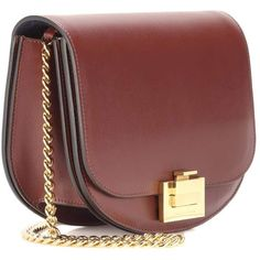 Victoria Beckham Box With Chain Leather Shoulder Bag (€1.880) ❤ liked on Polyvore featuring bags, handbags, shoulder bags, chain shoulder bag, chain purse, leather purses, burgundy leather handbags and burgundy purse