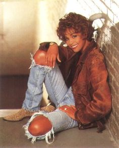 Whitney Houston my fav singer Beverly Hills, New Jersey, Norma Jeane, Cultura Pop, Female Singers, Look At You, American Singers, Music Artists, Concert