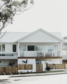Awesome White Beach House Design - Home Style White Beach Houses, White Houses, Layout, Facade House, Home Design Plans, Coastal Homes, House Goals, Cottage, Home Fashion