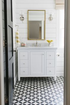 lovely bathroom @laurelberninteriors