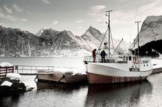 Ski and Sail this winter. Photo taken by the Sagafjord Hotel in Hjørundfjorden. Fjord Norway Photo: Sverre F. Hjørnevik