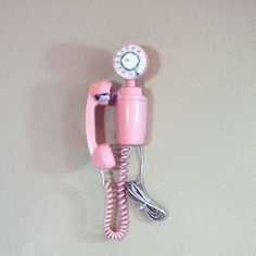 If I ever see one of these out junkin' it WILL be mine.  Adorable Pink Phone
