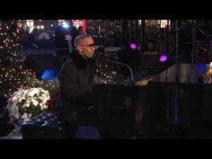 Jamie Foxx   ** The Christmas Song ** Live Christmas @ Rockefeller Center 2008    Lyrics / Songtext    Chestnuts roasting on an open fire  Jack frost nipping at your nose  Yuletide carols being sung by a choir  And folks dressed up like eskimos    Everybody knows a turkey and some mistletoe  Help to make the season bright  Tiny tots with their e...