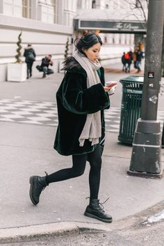 24 Trendy ideas for boots outfit dr martens style Street Style Boho, Looks Street Style, Looks Style, Street Style 2018, Fall Winter Outfits, Autumn Winter Fashion, Dress Winter, Casual Winter, Winter Clothes