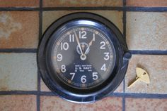 Vintage-1943-United-States-Navy-Chelsea-Mark-I-Deck-Clock-With-Brass-Key