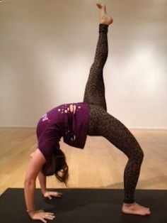 Kathryn Budig teaches us how to work an Eka Pada Urdvha Dhanurasana Best Weight Loss, Weight Loss Tips, Best Abs, Yoga Journal, My Yoga, Yoga Challenge, How To Do Yoga, Yoga Teacher, Yoga Meditation