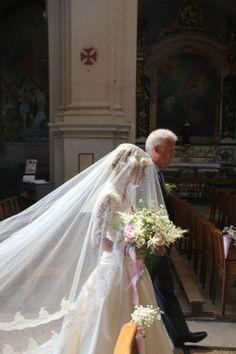 voile de mariee plumetis et couronne de fleurs