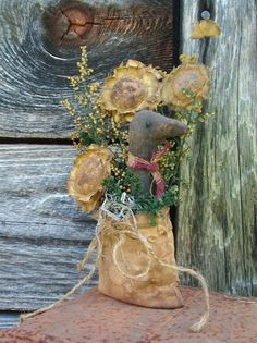Primitive Sunflower and Crow with Seed Bag by CaneRiverCrafts Primitive Fall, Primitive Decor, Fall Crafts, Diy Crafts, Fall Primitives, Crow Bird, Craft Projects, Craft Ideas, Crows
