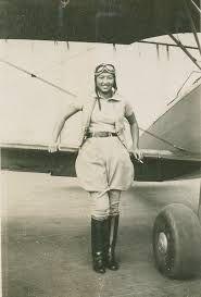 Hazel Ying Lee fue una de las primeras mujeres pilotos empleados por el ejército de los Estados Unidos. Después de su graduación de la secundaria, Hazel se unió al Aeroclub chino de Portland, donde tomó clases de vuelo, en octubre de 1932, ella se convirtió en una de las primeras mujeres americanas chinas para ganar una licencia de piloto.