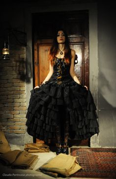 Flounced skirt made in black organza. Soft corset featuring a damask double-woven cotton, front lacing. #Goth #Steampunk #skirt #corset #lacing #brocade