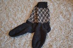 Satunnaisesti puikoilla: Kolmiulotteiset sukat, osa 1