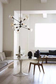 greige: interior design ideas and inspiration for the transitional home : Falling for: Lindsey Adelman Lighting Mesa Saarinen, Saarinen Tisch, Saarinen Table, Knoll Table, Table Chaise, Home Interior, Interior Architecture, Interior And Exterior, Modern Interior