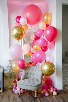Cluster Balloons in all Different Colors  #HomeDecorIdeas #SmallLivingRoom #ClusterBalloons #HomeDecor #DIYHomePartyIdeas #HomeParty #DIYHomeDecor
