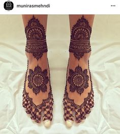 Tattoo Mandala Pierna Colour 68 New Ideas Leg Mehndi, Leg Henna, Henna Tattoo Hand, Foot Henna, Hand Mehndi, Henna Art, Mandala Tattoo, Henna Designs Feet, Wedding Mehndi Designs