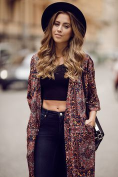 """""""A print kimono can really spice up an outfit"""" Fashion Blogger Style, Love Fashion, Fashion Beauty, Autumn Fashion, Fashion Outfits, Fashion Fashion, Estilo Hippie Chic, Hippie Style, Sweat Shirt"""