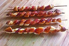 Gegrillte Teigspieße mit Bacon und Knoblauch (Pizzateig)