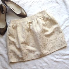 🎉HP!🎉 MAKE OFFER R&J Metallic Brocade Mini Skirt 🎉HOST PICK - SPRING TRENDS PARTY 3/21/16 by @goldengirl754🎉 This gorgeous miniskirt in ivory and gold metallic brocade is ready to be the newest addition to your wardrobe! Side-zip and eye hook closure. Fully lined. 70% polyester, 30% cotton. Lining 100% polyester. Gently preloved. Romeo & Juliet Couture Skirts Mini