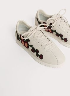 Uterqüe France Product Page - Chaussures - Baskets - Tennis brodée - 110