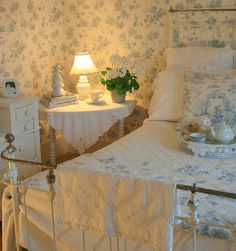 Soft and Dreamy Toile Guest Room filled with Antiques and Vintage Pieces with Shabby Cottage Touches. ~ Aiken House & Gardens: Blue and White Guest Room Cottage Shabby Chic, Shabby Chic Bedrooms, Bedroom Vintage, Shabby Chic Decor, White Cottage, Vintage Bedroom Styles, Rustic Decor, Pretty Bedroom, Blue Bedroom