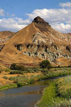 ▲ Sheep Rock Unit, John Day Fossil Beds National Monument, Wheeler County, Central Oregon