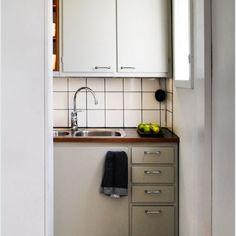 50-luvun keittiö 03 Kitchen Reno, Kitchen Cabinets, Decorating, Flat, Home Decor, Decor, Decoration, Bass, Decoration Home