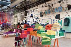 Оригинальный дизайн небольшого магазина одежды Benetton