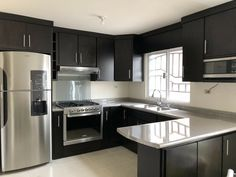 There is no question that designing a new kitchen layout for a large kitchen is much easier than for a small kitchen. Kitchen Room Design, Kitchen Cabinet Design, Modern Kitchen Design, Home Decor Kitchen, Interior Design Kitchen, Home Kitchens, Kitchen Ideas, Small Kitchen Layouts, Eclectic Kitchen