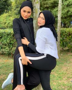 See more ideas about Girls selfies, Sexy asian girls and Asian girl. Hijab Teen, Arab Girls Hijab, Muslim Girls, Beautiful Muslim Women, Beautiful Hijab, Hijabi Girl, Girl Hijab, Cute Asian Girls, Beautiful Asian Girls