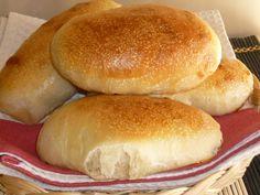 i panini da hot dog, sono dei panini morbidi ideali per essere farciti, con wursterl, ma anche per un buffet, per un compleanno di bambini, con lievito madre