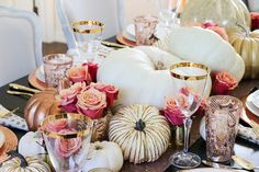 tips for how to set an elegant rose gold fall table, using copper chargers, fresh white pumpkins, gold and mercury glass pumpkins and roses Fall Table Settings, Thanksgiving Table Settings, Wedding Table Settings, Thanksgiving Decorations, Thanksgiving 2017, Christmas Decor, Fall Table Centerpieces, Table Decorations, Diy Decoration