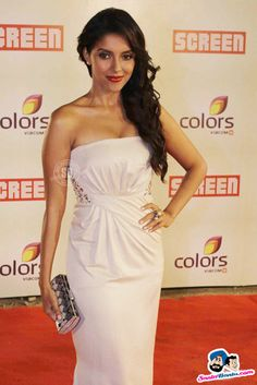 Asin Picture Gallery image # 177255 at Colors Screen Awards containing well categorized pictures,photos,pics and images. Indian Natural Beauty, Indian Beauty Saree, Beautiful Bollywood Actress, Most Beautiful Indian Actress, Indian Bollywood, Bollywood Stars, Trisha Photos, Anushka Photos, Stylish Girl Pic