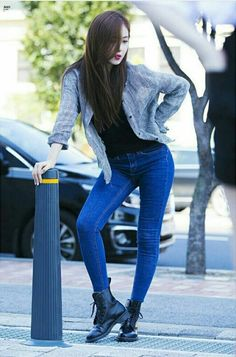 GFriend - SinB : M Ment CountDown Mini Fanmeeting Superenge Jeans, Sexy Jeans, Sinb Gfriend, Photography Poses Women, G Friend, Airport Style, Airport Fashion, Winter Fashion Outfits, Kawaii Girl