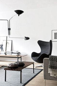 Here we showcase a a collection of perfectly minimal interior design examples for you to use as inspiration. Check out the previous post in the series: 30 Sillon Egg, Home Living Room, Living Spaces, Living Area, Interior Design Examples, Modern Interior, Interior Styling, Midcentury Modern, Modern Decor