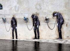 """Großartiges Kunstwerk des französischen Street Artist #Levalet in Paris. Der Titel lautet """"Reload"""" #StreetArt"""