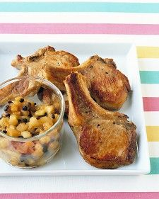 Pork Chops With Apple-Raisin Relish - Apples and pork chops are a delicious and traditional combination. The vinegar in the relish helps offset the sweetness of the raisins and sugar. Quick Chicken Recipes, Pork Chop Recipes, Quick Easy Meals, Easy Dinners, Meat Recipes, Recipies, Dinner Recipes, Apple Pork Chops, Boneless Pork Chops