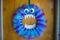 This Monsters Inc inspired halloween decoration is so cute! I think it turned out better than I had hoped. With fuzzy blue and purple tulle, some thick material paper cutout, and some Styrofoam eyes this craft was cheap Monster Party, Monster Birthday Parties, Fall Halloween, Halloween Crafts, Halloween Decorations, Monster Classroom, Disney Wreath, Tulle Crafts, Diy Crafts