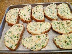Vrhunski recepti: Zapečeni hleb sa sirom i belim lukom Healthy Cooking, Cooking Recipes, A Food, Food And Drink, Food Porn, Serbian Recipes, Garlic Bread, Bread Baking, Food Inspiration