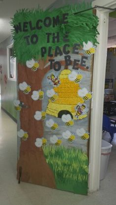 Bumble bee. Would be great for a bb too...Welcome to the place to bee...... _____Elementary School!