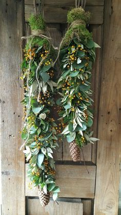 Schöne, natürliche Dekoration - Ruth Taylor - Welcome to the World of Decor! Natural Christmas, Noel Christmas, Country Christmas, Christmas Wreaths, Christmas Crafts, Christmas Ornaments, Beautiful Christmas, Deco Floral, Floral Wall
