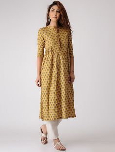 Beautiful Cotton Printed Kurti with Border & Gathers Detailing. Perfect for Casual Gathering, College & Office Wear Printed Kurti Designs, Simple Kurti Designs, Kurti Neck Designs, Kurta Designs Women, Kurti Designs Party Wear, Blouse Designs, Salwar Designs, Sewing Clothes Women, Clothes For Women