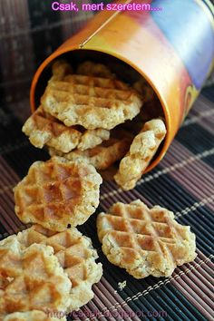 Crunches, Waffles, Biscuits, Sandwiches, Chips, Dessert Recipes, Food And Drink, Pizza, Snacks