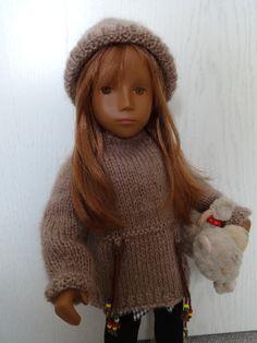 Ocker Augen Sasha mit ihrem Kuschelpulli
