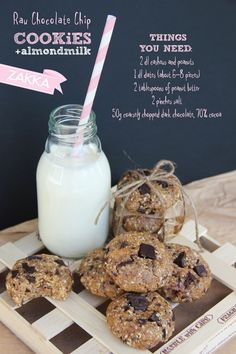 Raw Chocolate Chip Cookies from Zakka. Super simple, delicious and healthy! Healthy Chocolate Chip Cookies, Raw Chocolate, Chocolate Recipes, Healthy Cookies, Raw Desserts, Paleo Dessert, Dessert Recipes, Vegan Sweets, Healthy Sweets