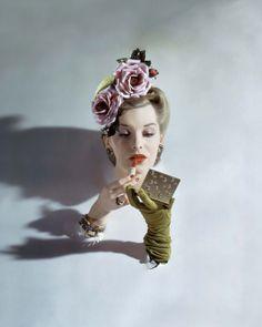 """Vogue US, mars 1943  """"Papier Glacé, Un Siècle de Photographie de mode chez Condé Nast"""" (Musée Galliera Paris) Jusqu'au 25/5/2014"""