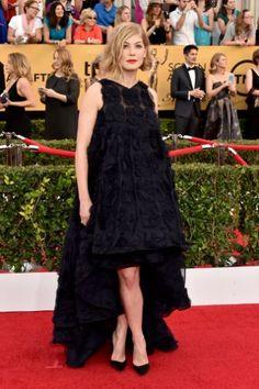 SAG Awards 2015 Red Carpet: Jennifer Aniston, Keira Knightley, Julianne Moore, & More   Rosamund Pike in Dior